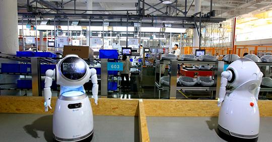 Cruzr robot-Airports 1