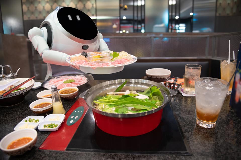 Cruzr-Robot-Restaurant